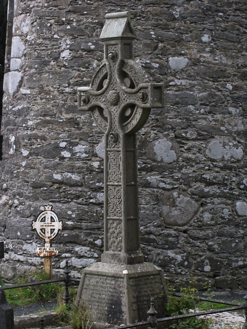 A-Celtic-Cross-near-the-Round-Tower